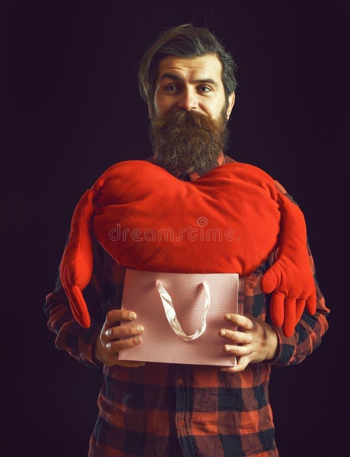 Το όμορφος γενειοφόρος άτομο ή ο τύπος στο ελεγμένο πουκάμισο με το μοντέρνες mustache και τη γενειάδα στο ταραγμένο πρόσωπο κρατ στοκ φωτογραφίες