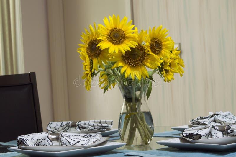 Το όμορφο βάζο των λουλουδιών στοκ εικόνα