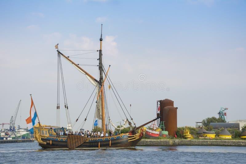 Το όμορφο ολλανδικό πλέοντας σκάφος πλέει κατά τη διάρκεια του ΠΑΝΙΟΥ Άμστερνταμ το 2015 στοκ φωτογραφίες