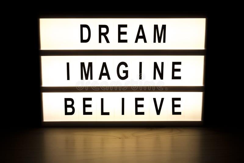 Το όνειρο φαντάζεται θεωρεί τον ελαφρύ πίνακα σημαδιών κιβωτίων διανυσματική απεικόνιση