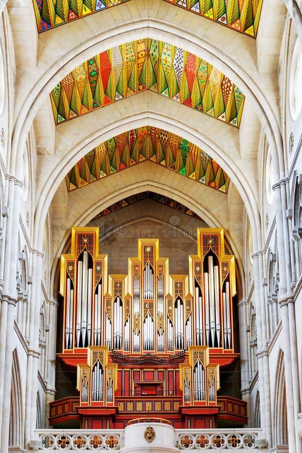 Το όργανο σωλήνων στο εσωτερικό του καθεδρικού ναού του θορίου Αγίου Mary στοκ εικόνες
