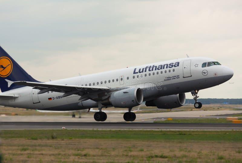 Το airbus A319 Lufthansa απογειώνεται στοκ εικόνες με δικαίωμα ελεύθερης χρήσης