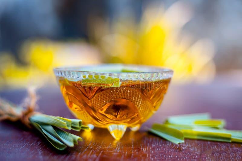 Το Ayurvedic και το ευεργετικό εκχύλισμα ή το νερό του chai της Lili ή της χλόης λεμονιών ή το πράσινο τσάι που χρησιμοποιήθηκε ό στοκ φωτογραφίες με δικαίωμα ελεύθερης χρήσης