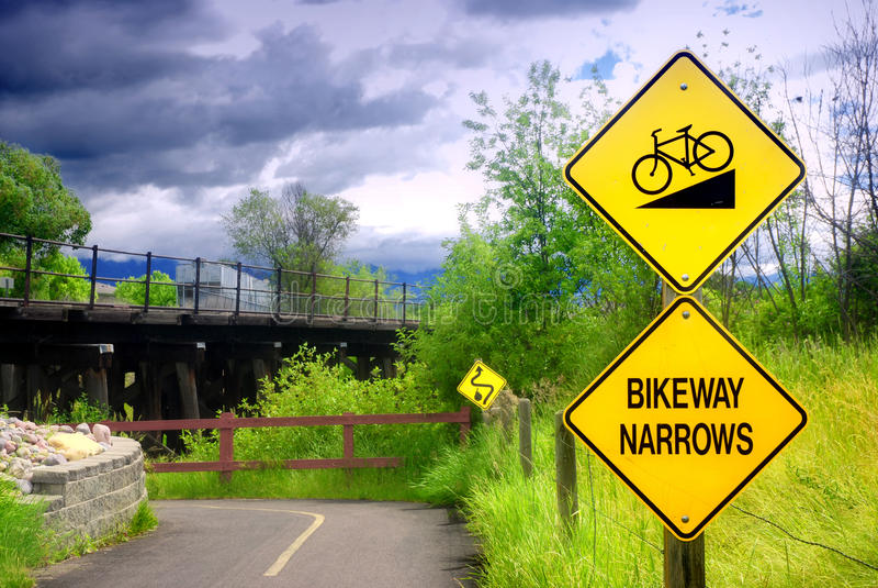 Το Bikeway στενεύει το σημάδι στοκ εικόνα με δικαίωμα ελεύθερης χρήσης