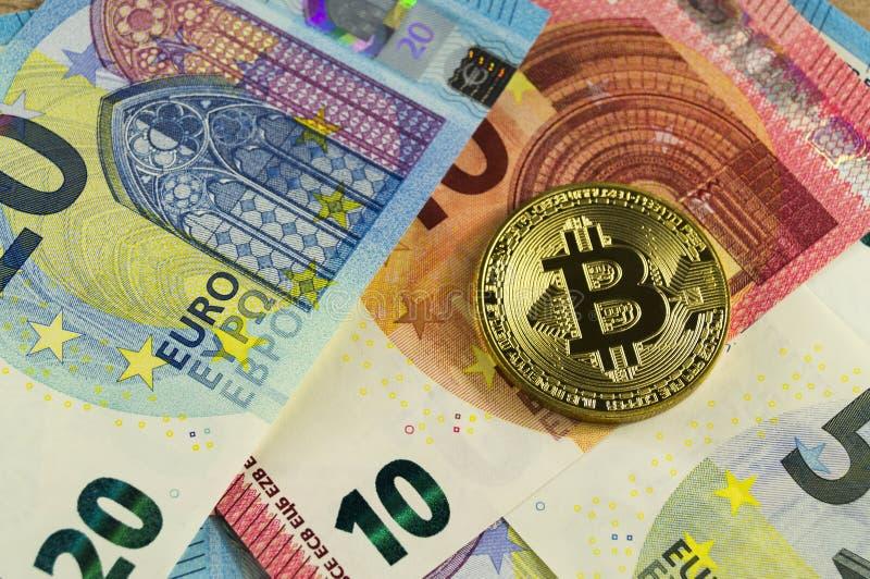 Το Bitcoin είναι ένας σύγχρονος τρόπος της ανταλλαγής και αυτό το crypto νόμισμα είναι ένας κατάλληλος τρόπος πληρωμής στις χρημα στοκ φωτογραφία