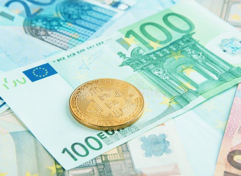 Το Bitcoin επάνω το ευρο- τραπεζογραμμάτιο στοκ φωτογραφία με δικαίωμα ελεύθερης χρήσης