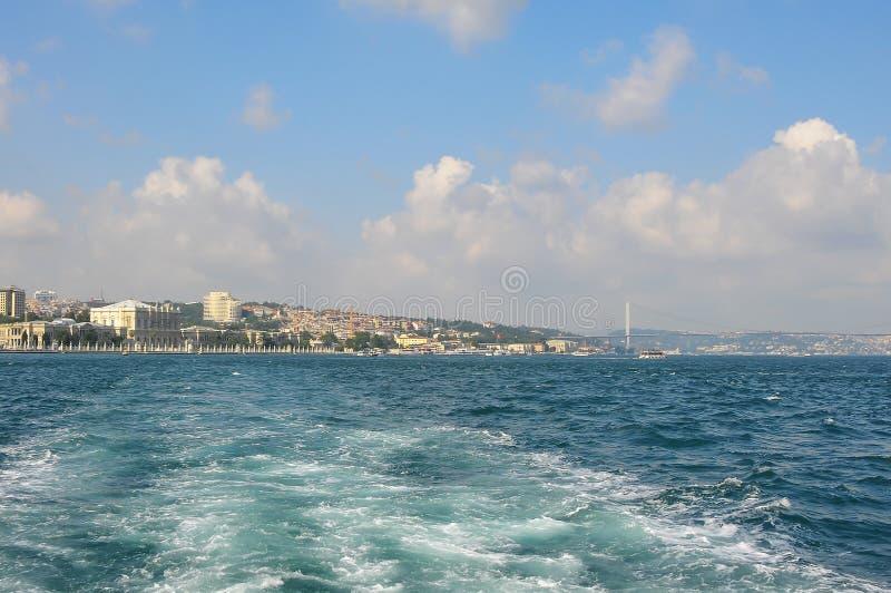 Το Bosphorus είναι ένα στενό που συνδέει τη Μαύρη Θάλασσα με τη θάλασσα Marmara στην Τουρκία στοκ εικόνα