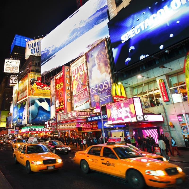 Το Broadway παρουσιάζει πίνακες διαφημίσεων στοκ εικόνα με δικαίωμα ελεύθερης χρήσης
