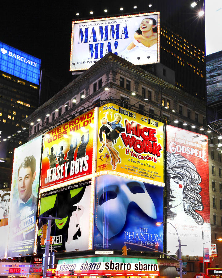 Το Broadway παρουσιάζει πίνακες διαφημίσεων στοκ φωτογραφία με δικαίωμα ελεύθερης χρήσης