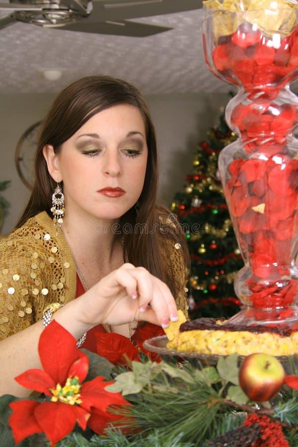 το brunette δαγκωμάτων τρώει να γ&la στοκ φωτογραφίες με δικαίωμα ελεύθερης χρήσης