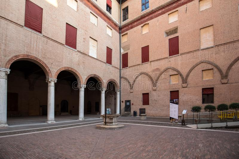 Το Castle Estense, τέσσερα υψώθηκε φρούριο από το 14ο αιώνα, φερράρα, Αιμιλία-Ρωμανία, Ιταλία στοκ εικόνες