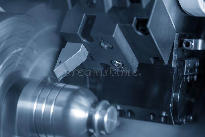 Το CNC τέμνον αυλάκι τόρνου στα μέρη χάλυβα στοκ φωτογραφία με δικαίωμα ελεύθερης χρήσης