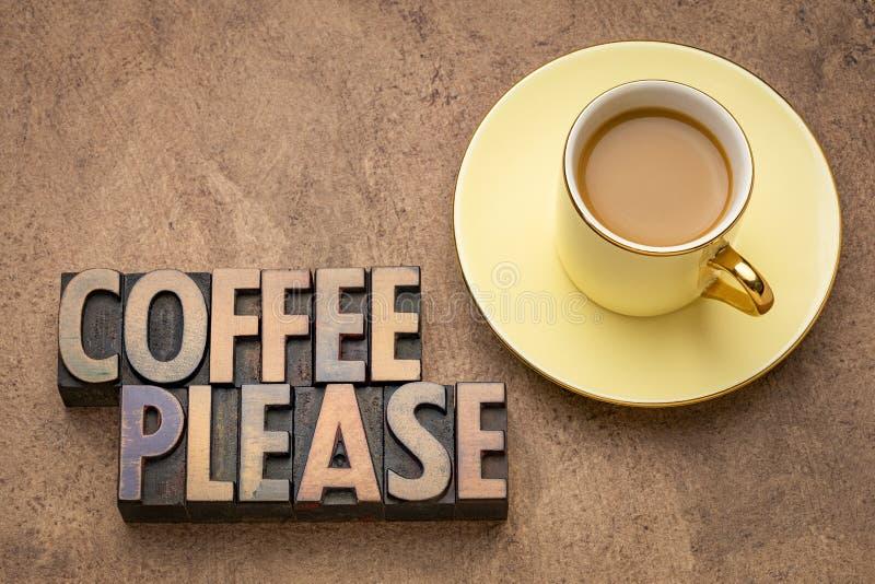 Το Coffe παρακαλώ διατυπώνει την περίληψη στον ξύλινο τύπο στοκ φωτογραφία με δικαίωμα ελεύθερης χρήσης