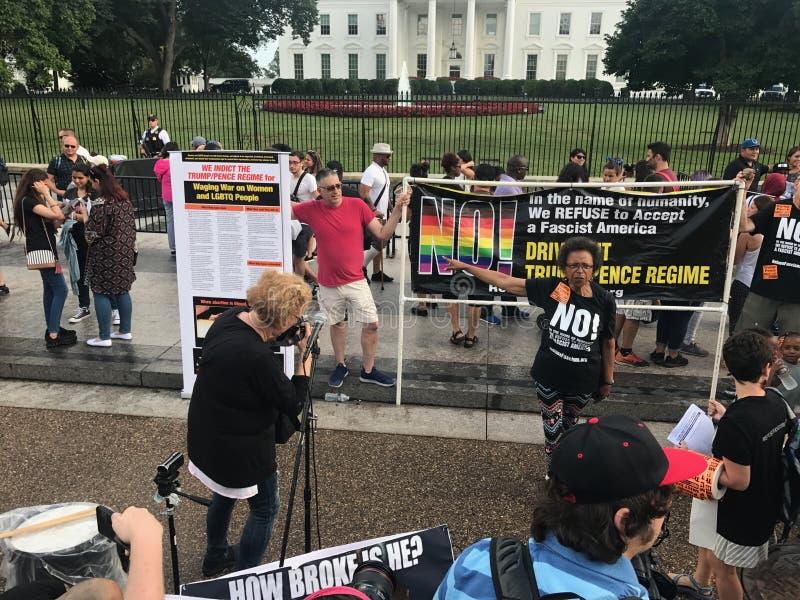 Το Counterprotesting ενώνει το δικαίωμα 2 στοκ φωτογραφίες με δικαίωμα ελεύθερης χρήσης