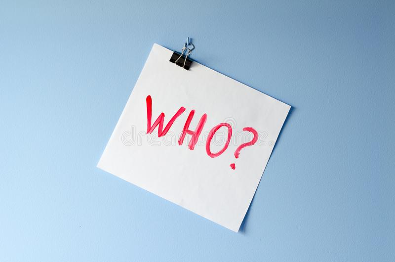 Το cWho λέξης; στο φύλλο της Λευκής Βίβλου στοκ εικόνα με δικαίωμα ελεύθερης χρήσης