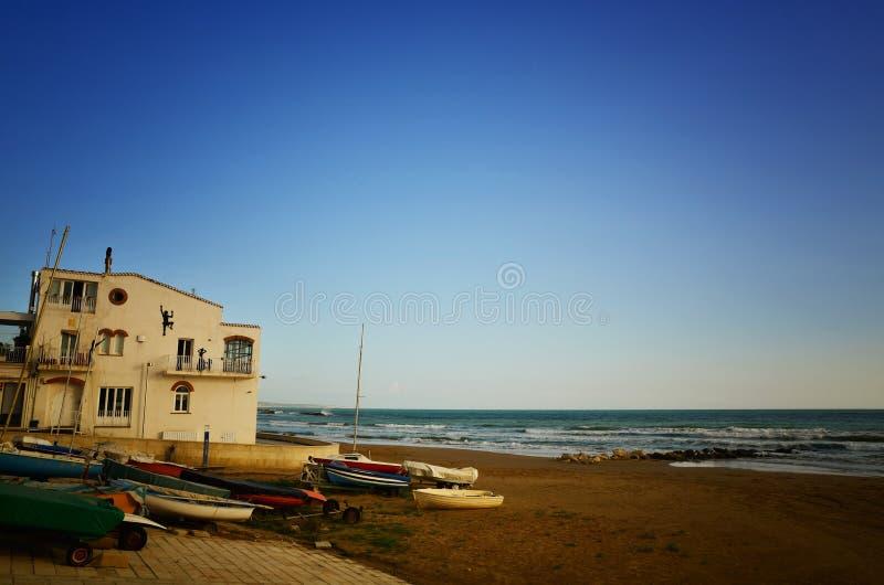 Το Di Ραγκούσα μαρινών είναι ένα πολύ δημοφιλές παραθαλάσσιο θέρετρο στη νοτιοανατολική Σικελία στοκ εικόνα