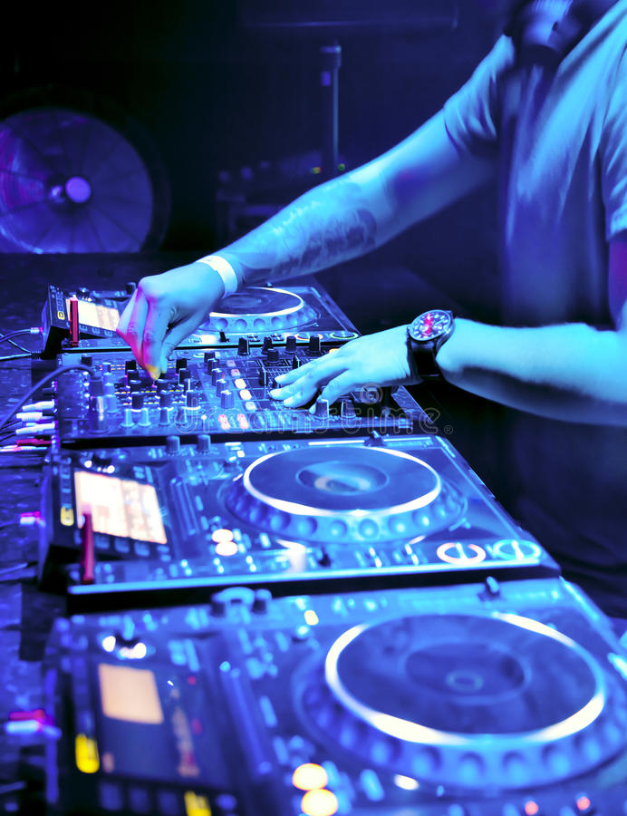 το DJ αναμιγνύει τη διαδρομή στοκ εικόνες