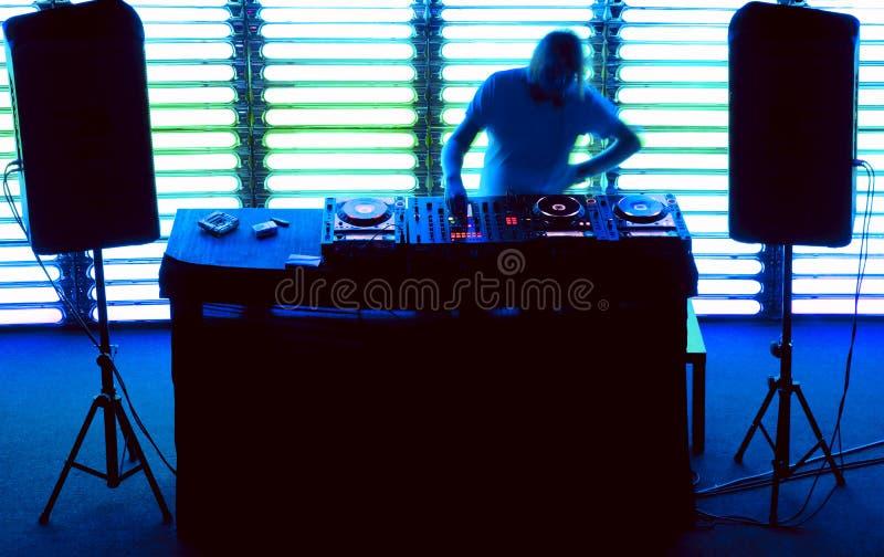 το DJ αναμιγνύει τη διαδρομ στοκ φωτογραφίες με δικαίωμα ελεύθερης χρήσης