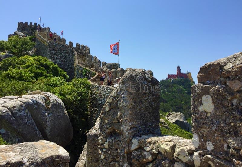 Το DOS Mouros Castelo δένει το Castle στοκ εικόνα με δικαίωμα ελεύθερης χρήσης
