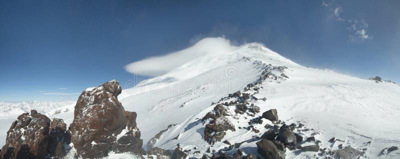το elbrus Καύκασου επικολλά στοκ φωτογραφία