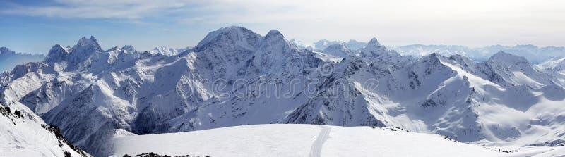 Το Elbrus τοποθετεί πανόραμα στοκ φωτογραφία
