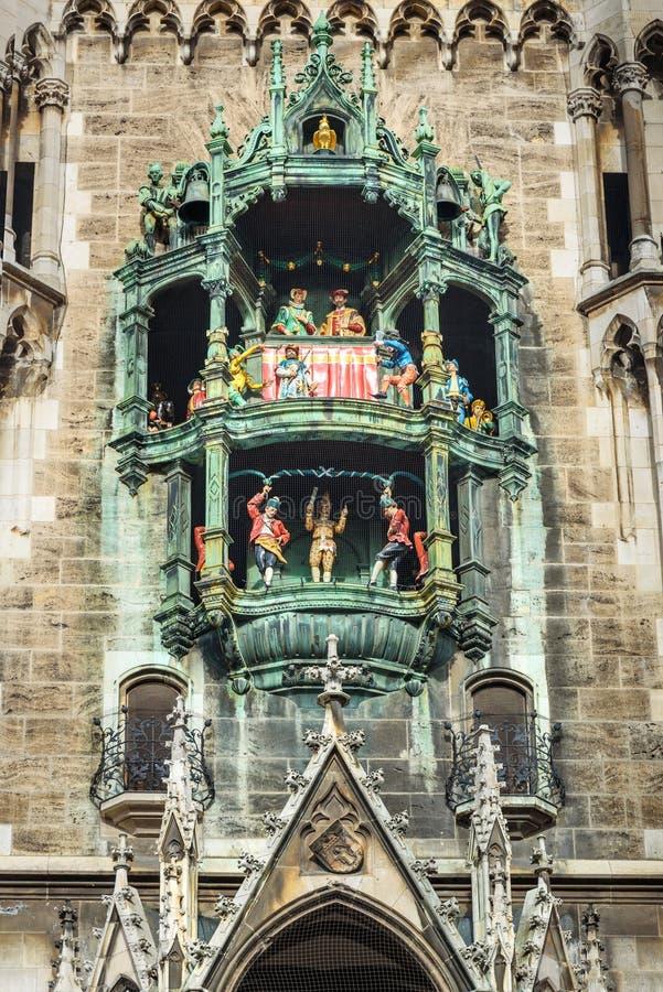 Το Glockenspiel είναι κτύποι ρολογιών του νέου Δημαρχείου, Δημαρχείο Marienplatz στο Μόναχο Gemany στοκ φωτογραφία