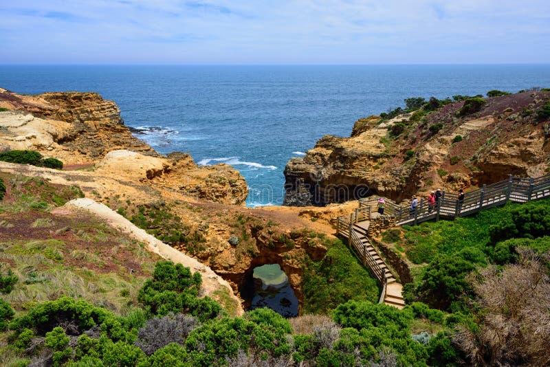 Το Grotto κατά μήκος του μεγάλου ωκεάνιου δρόμου στοκ φωτογραφίες