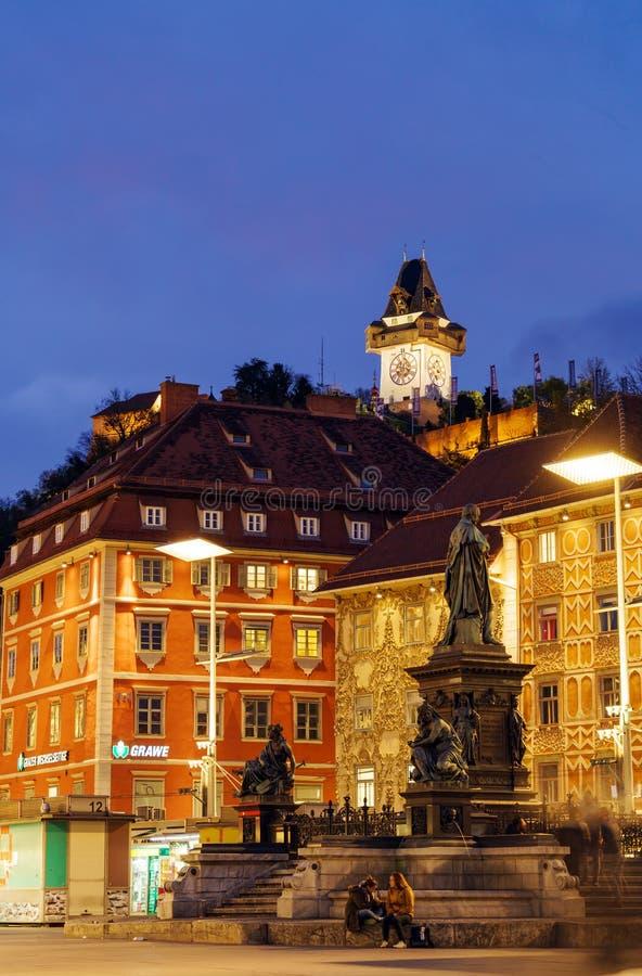 Το Hill Schlossberg ή του Castle τη νύχτα, Γκραζ, Αυστρία στοκ φωτογραφίες
