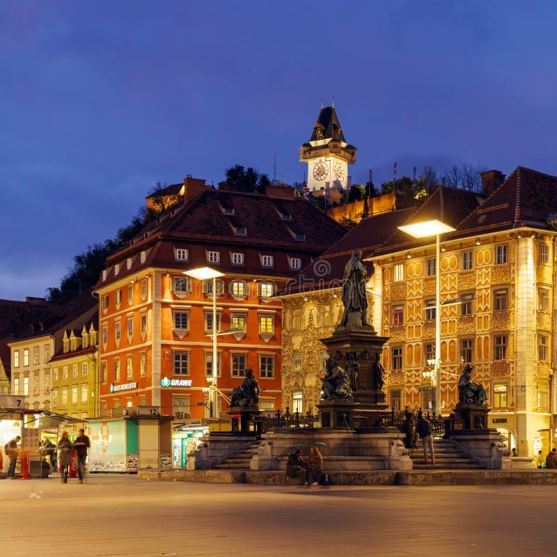 Το Hill Schlossberg ή του Castle τη νύχτα, Γκραζ, Αυστρία στοκ φωτογραφία