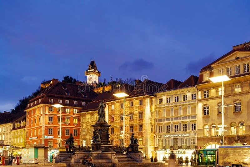 Το Hill Schlossberg ή του Castle τη νύχτα, Γκραζ, Αυστρία στοκ εικόνες