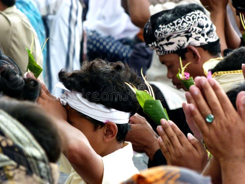 Το Hindus προσεύχεται στοκ φωτογραφία