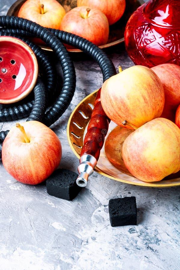Το Hookah με το μήλο για χαλαρώνει στοκ εικόνες