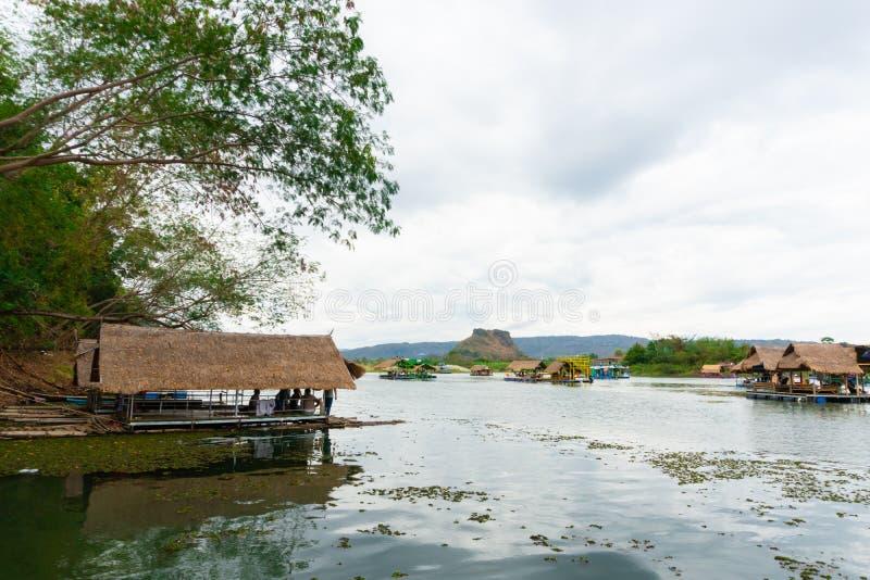 Το Huai Muang, λίμνη της Ταϊλάνδης με το σπίτι βαρκών η θέση χαλαρώνει στοκ φωτογραφία με δικαίωμα ελεύθερης χρήσης