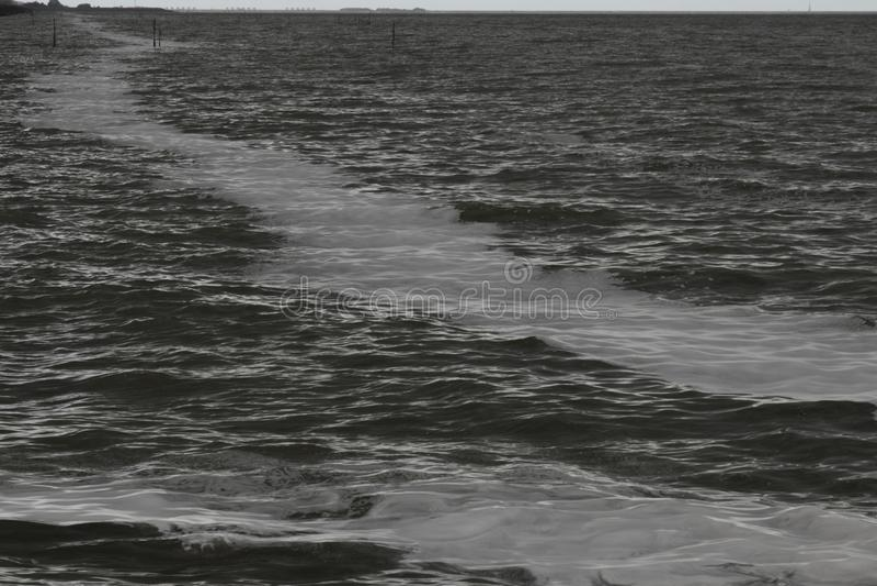 Το IJsselmeer σκοτεινό και θυελλώδες στοκ εικόνες