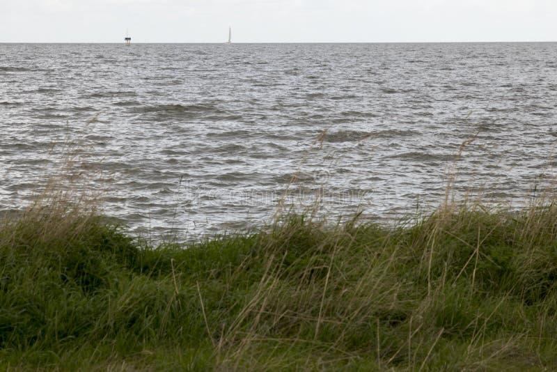 Το IJsselmeer σκοτεινό και θυελλώδες στοκ φωτογραφία