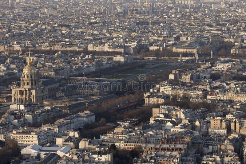 Το «Invalides» και το «Pont Alexandre ΙΙΙ» στοκ φωτογραφίες