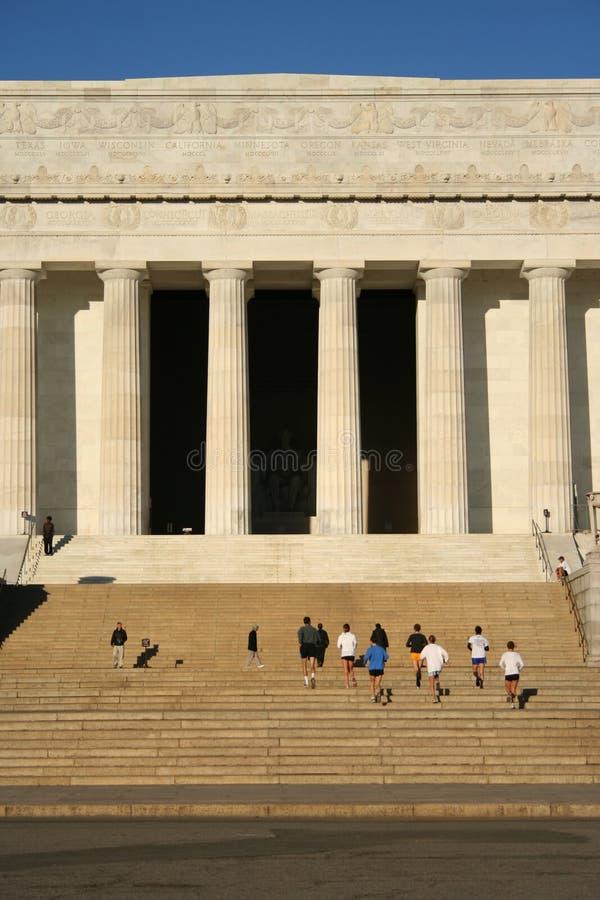 το jogging μνημείο του Λίνκολν ενισχύει στοκ εικόνες