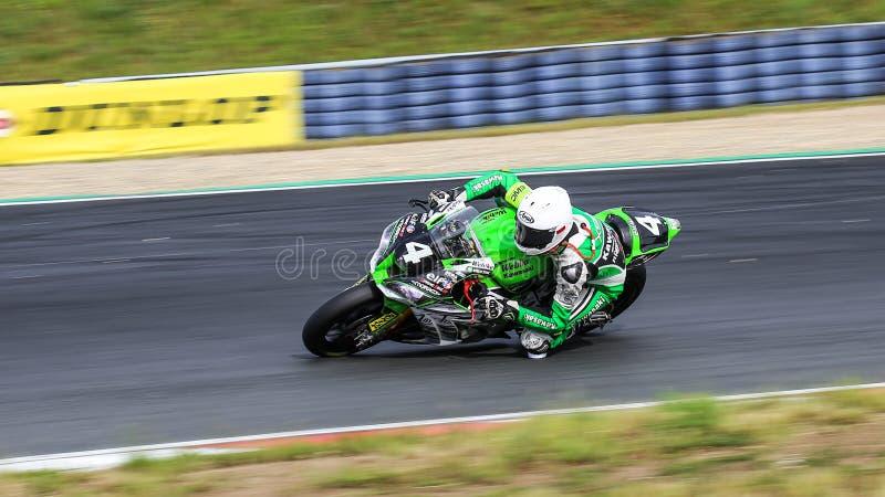 Το Kawasaki ZX 10R ανταγωνίζεται στο παγκόσμιο πρωτάθλημα αντοχής FIM στοκ εικόνα