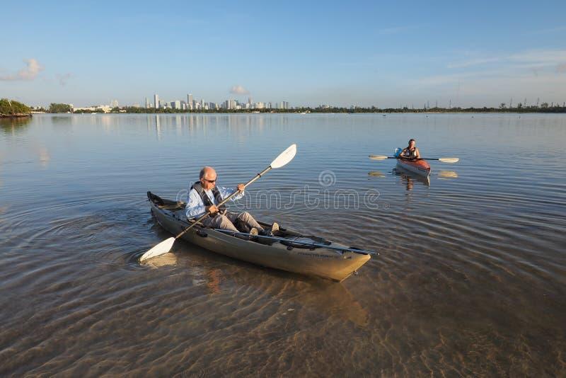 Το Kayakers στην αρκούδα έκοψε βασικό Biscayne, Φλώριδα στοκ φωτογραφία με δικαίωμα ελεύθερης χρήσης