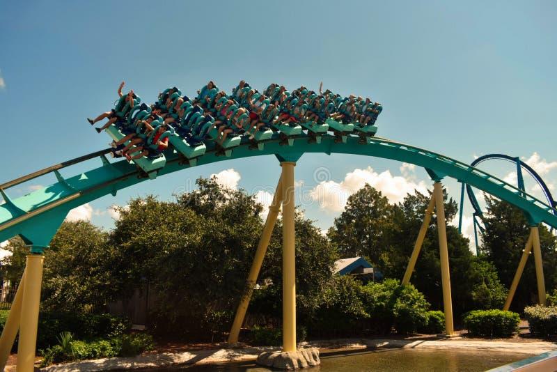 Το Kraken είναι ένα από το δημιουργικότερο σχεδιασμένο ρόλερ κόστερ που γίνεται πάντα, στο θεματικό πάρκο Seaworld στοκ εικόνες