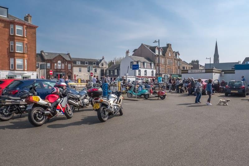 Το Largs έθεσε στην εκβολή Clyde στη δυτική ακτή της Σκωτίας με μια συλλογή των ποδηλατών μηχανών στοκ φωτογραφίες με δικαίωμα ελεύθερης χρήσης