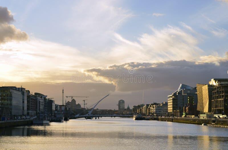 Το liffey ποταμών, στο κέντρο της πόλης του Δουβλίνου, Ιρλανδία στοκ φωτογραφία