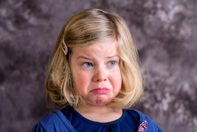 Το Littlegirl είναι στην κακή διάθεση στοκ εικόνα