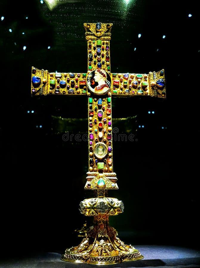 Το Lotharkreuz είναι ένας σταυρός Ottonian στον καθεδρικό ναό του Άαχεν, Γερμανία στοκ εικόνα με δικαίωμα ελεύθερης χρήσης