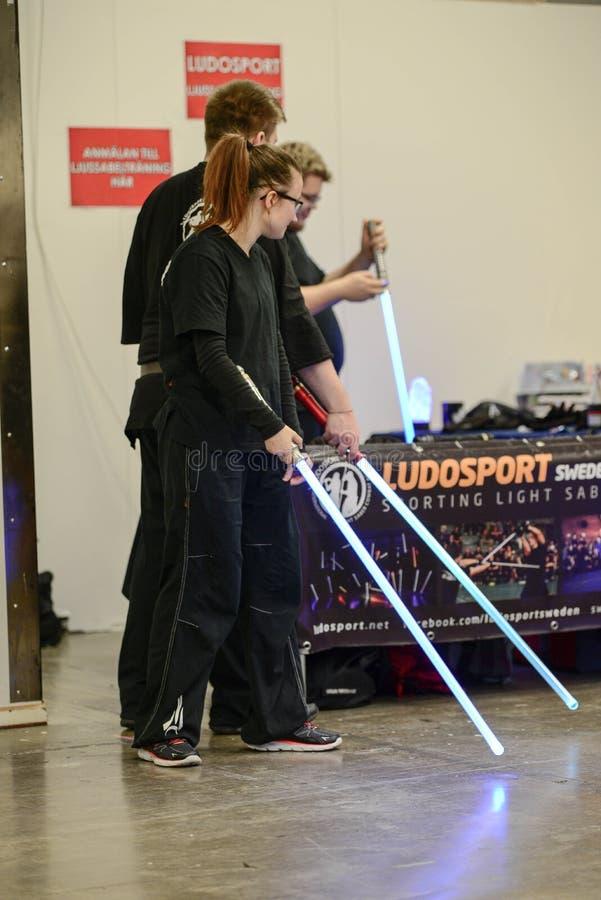 Το Ludosport είναι η παγκόσμια ` s πρώτος ακαδημία για να διδάξει και να ασκήσει τον αθλητικό ελαφρύ Saber αγώνα - πάλη αστραπής  στοκ εικόνες
