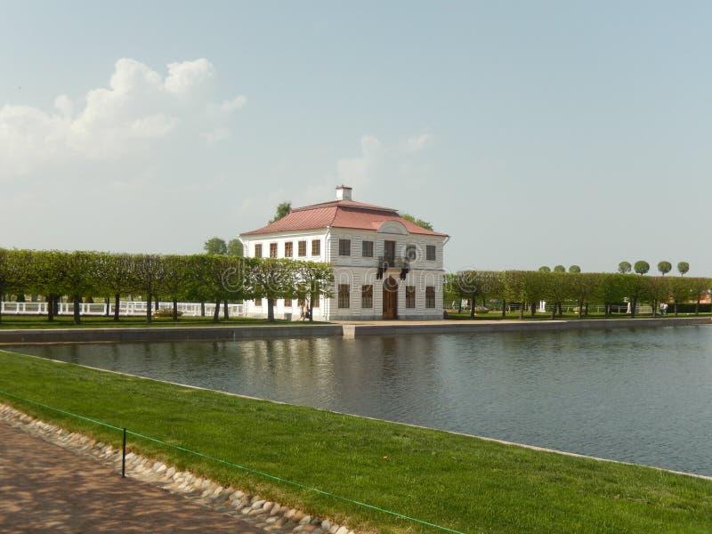 Το Marly παλάτι σε Peterhof Άγιος-Πετρούπολη Ρωσία στοκ φωτογραφίες με δικαίωμα ελεύθερης χρήσης