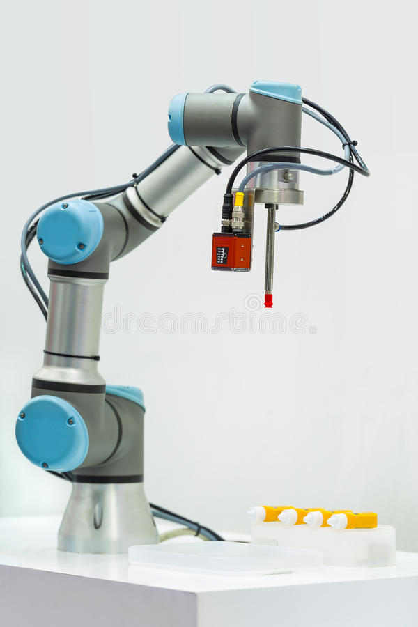 Το Microscan καταδεικνύει τη βιομηχανική ρομποτική μηχανή χρησιμοποιώντας το Visi στοκ εικόνα με δικαίωμα ελεύθερης χρήσης
