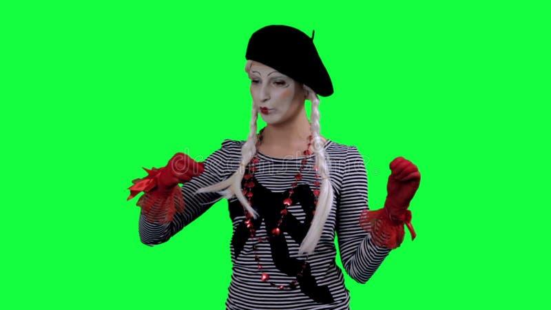 Το mime πίνει το τσάι από ένα φλυτζάνι αόρατο φιλμ μικρού μήκους