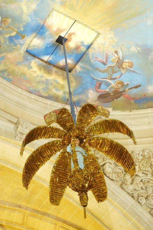 Το Misteri Elche θρησκευτικό παρουσιάζει στον καθεδρικό ναό της Σάντα Μαρία στους εορτασμούς Αυγούστου Elche στοκ εικόνα