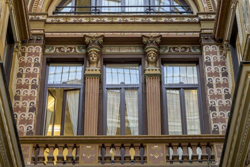 Το Ornately χρωμάτισε και διακόσμησε τις προσόψεις του Galleria Sciarra, στοκ εικόνα με δικαίωμα ελεύθερης χρήσης